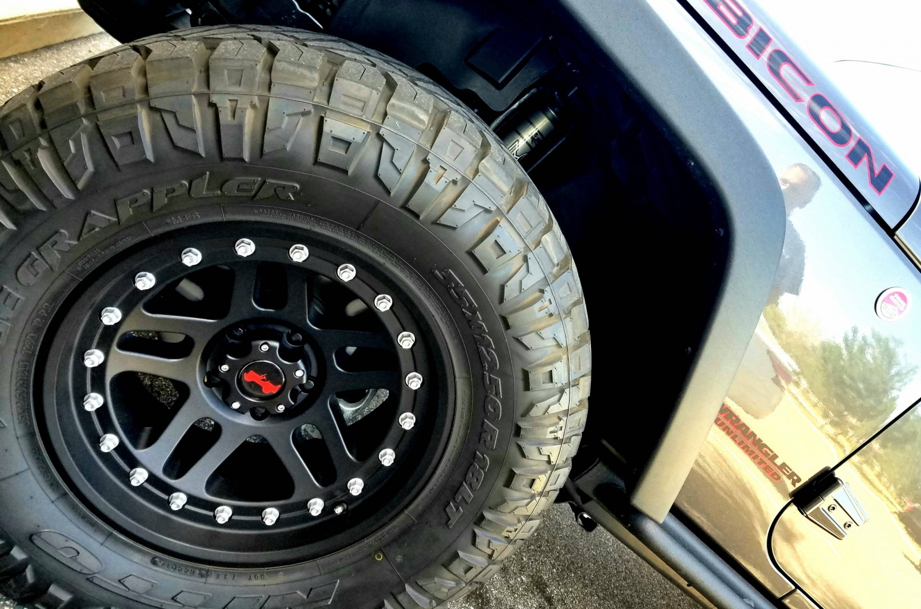 Wheel & Tire Shop - 35""